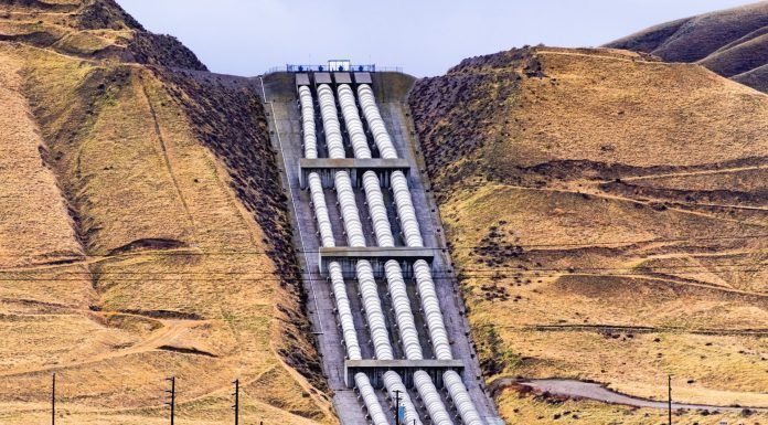 Aqueducts at the south end of San Joaquin Valley taking pumped water over the Grapevine (Photo by Sundry Photography / Shutterstock.com)