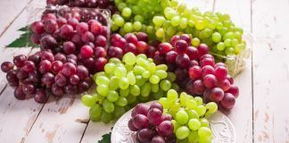 red globe grape, thompson grape in the plate